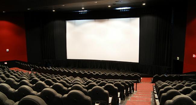 トラウマを映画のスクリーンに映す