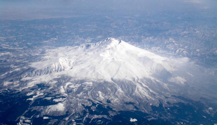 雪にかかった山のパワースポットです。