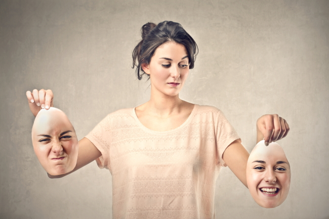 人によって態度を変える人の心理とは?